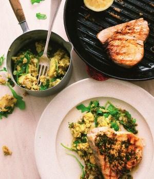 Gegrilde zwaardvisfilet met chermoula aardappelsalade