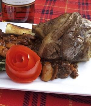 Lamsschenkels met olifantenbonen &  lavendel stoofpot