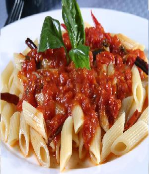 Pasta met vlees-ragoutsaus en groenten