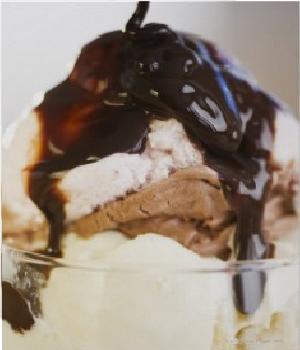 Toffee-notensaus met chocolade ijs