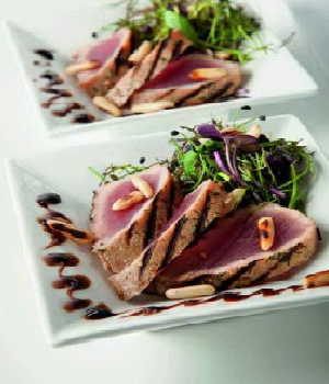 Oosters zoetzuur slaatje met gekorste tonijn