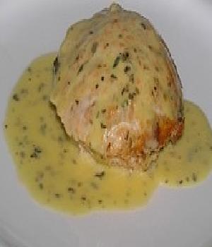 Ierse zalmmousse met aardappelkoekjes en Hollandaise saus