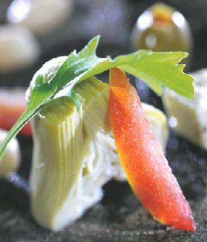 Salade van artisjok met feta, witte bonen en tomaat