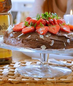Chocoladetaart met  amandelmeel en aardbeien