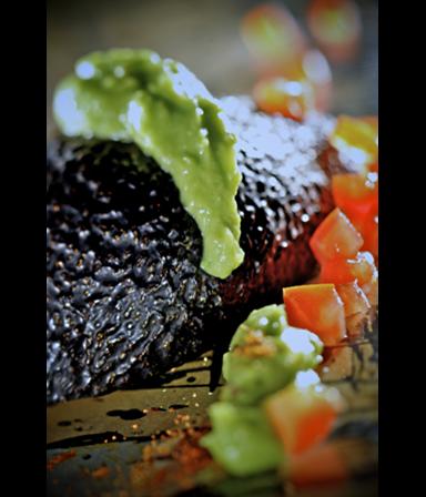 Avocadopuree  met cajunkruiden en tomaat