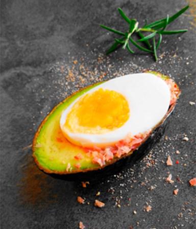 Avocado met ei en magere ham