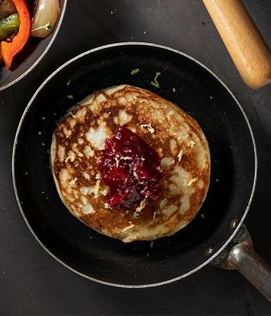 American pancakes met citroen en cranberrycompote Gourmet