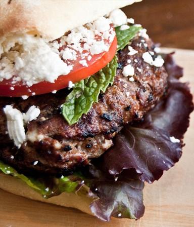 Hamburgers méditerranée met pitabroodjes